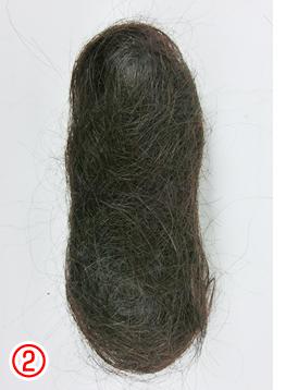 自毛で作るヘアピース作成例 このような上下の判別のつかない毛玉は使えません